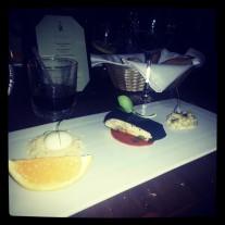 Pechuga con costra de ceniza, queso de cabra y risotto falso